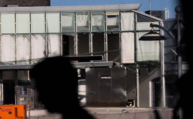 Pred objektom je eksplodiralo včeraj okoli 22. ure. FOTO: Olafur Steinar Gestsson/AFP