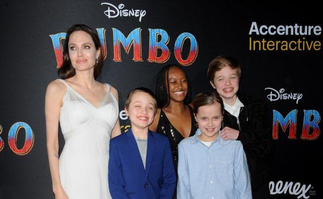Angelina Jolie z družino. FOTO: Shutterstock