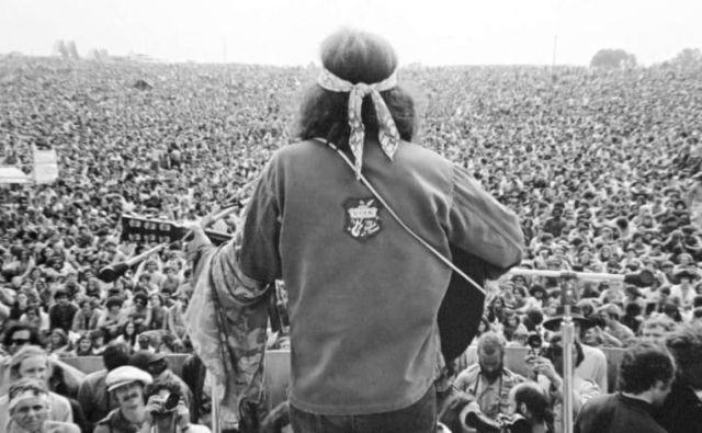 Woodstock se običajno označuje kot rock koncert, vendar je bila glasbena ponudba v resnici zelo pestra.