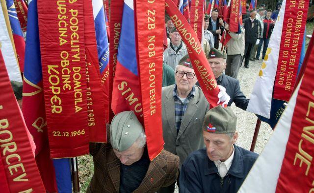 V sleherni izmed »konkretnih tem«, ki v zadnjih mesecih zaposlujejo slovensko politično elito, lahko zaznamo sledi takšne samoprevare. FOTO: Roman Šipić