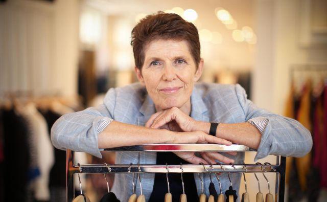 """""""Okoli 56 odstotkov izdelkov, ki jih prodaja Inditex, je narejenih v Aziji, 35 odstotkov pa v Evropi, medtem ko je pretežno vsa proizvodnja za H&M locirana v Aziji, torej na Kitajskem, v Bangladešu in Vietnamu... Ocenjujem, da smo tudi v tekstilni industriji pred obdobjem pomembnih sprememb,"""" ocenjuje prva dama slovenske modne trgovine. FOTO: Jure Eržen"""
