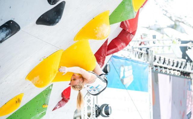 Janja Garnbret uživa na balvanih. In kadar uživa, je nepremagljiva. FOTO: Rene Oberkirch/IFSC