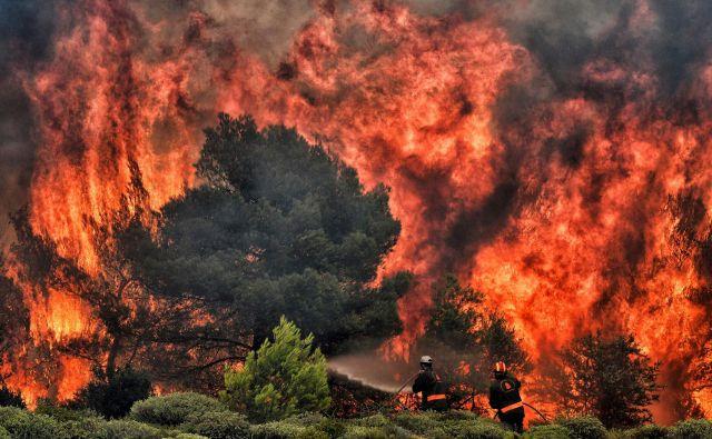Julija lani je zaradi divjega požara v bližini Aten svoje življenje izgubilo več kot sto ljudi. FOTO: Valerie Gache/Afp