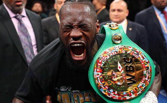 Deontay Wilder (na fotografiji) zmajuje z glavo zaradi anonimnih tekmecev Tysona Furyja. FOTO: AFP