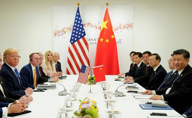 Trump pa še naprej verjame v nujnost ostrih ukrepov proti tistemu, kar sam vidi kot eksploziven razvoj Kitajske na škodo ZDA po vstopu v Svetovno trgovinsko organizacijo. Foto: Reuters