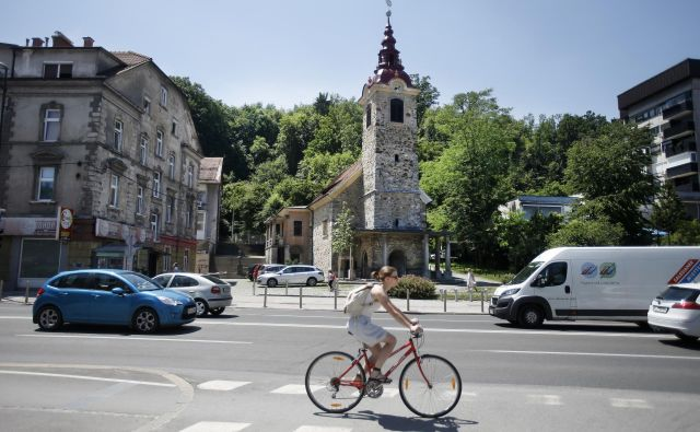 Prostor na območju Stara Šiška v Ljubljani je že deset let izpostavljen hudim pritiskom investitorjev. Foto Blaž� Samec