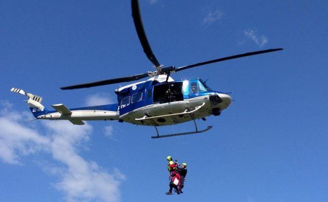 Posadka helikopterja je poskrbela za srečen konec zgodbe. FOTO: PU Kranj