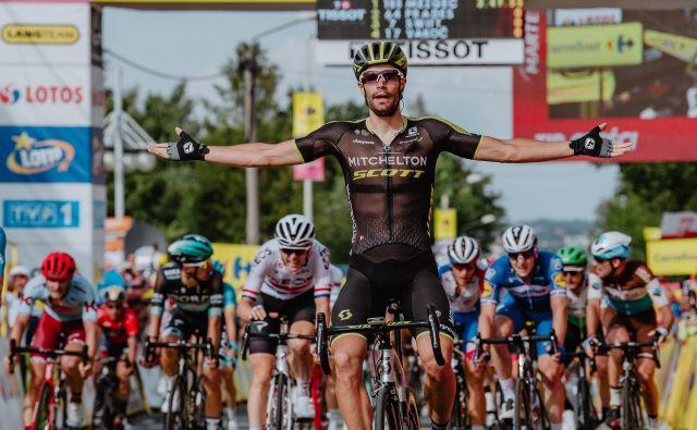 Luka Mezgec je v peti etapi dirke po Poljski še drugič v treh dneh zmagoslavno vzdignil roki v zrak. Jih bo jutri še enkrat? Foto Szymon Gruchalski