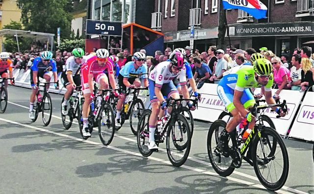 Luka Mezgec (v ospredju) je z 8. mestom dosegel najboljšo slovensko uvrstitev evropskega prvenstva na Nizozemskem. FOTO: Aleš Kalan/KZS