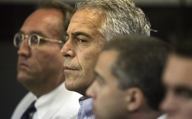 Ameriški finančnik Jeffrey Epstein na floridskem procesu. FOTO:Stringer Reuters