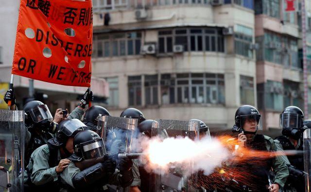 Demonstracije v Hongkongu so se začele pred več kot dvema mesecema kot nasprotovanje predlogu zakonodaje. FOTO: Issei Kato/Reuters