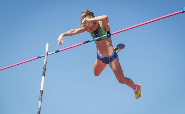 Tina Šutej še nikdar doslej ni skakala tako stanovitno kot v tej sezoni. FOTO: Peter Kastelic/AZS