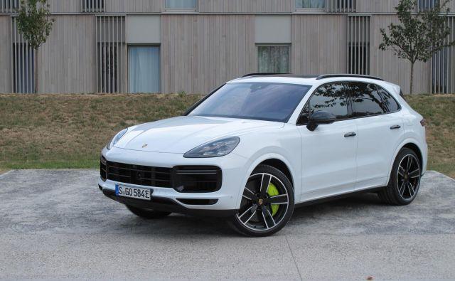 Porsche cayenne turbo S E-hybrid je ta hip najzmogljivejši cayenne v ponudbi in prvi najmočnejši z dodanim elektromotorjem. FOTO: Blaž Kondža