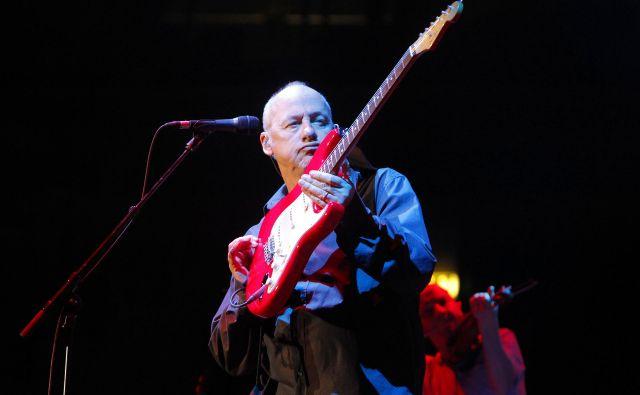 Mark Knopfler še vedno z užitkom zaigra največje hite Dire Straits. FOTO: Leon Vidic/Delo