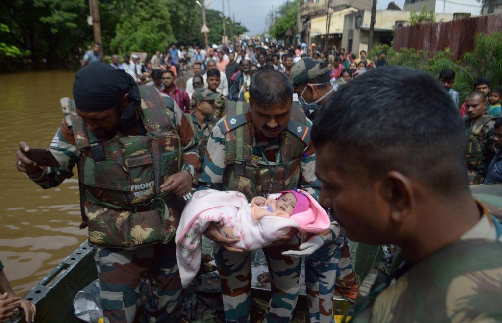 FOTO:Poplave v Indiji vzele že 184 življenj