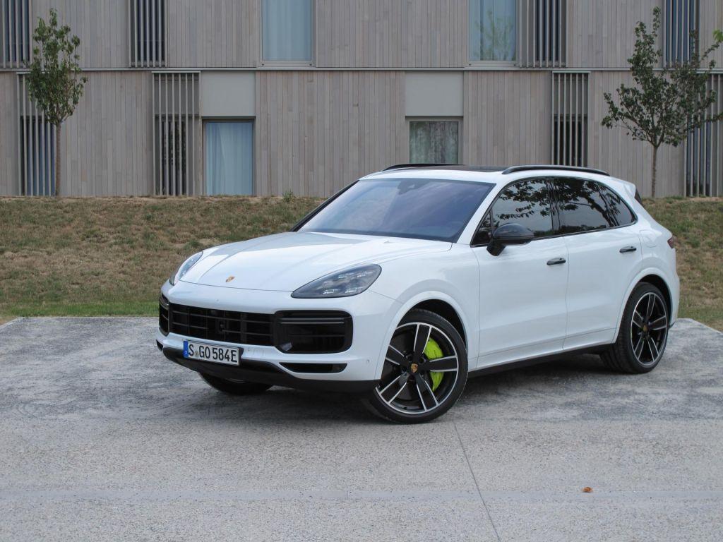 FOTO:Najzmogljivejši Porschejev džip ta hip - cayenne turboS E-hybrid