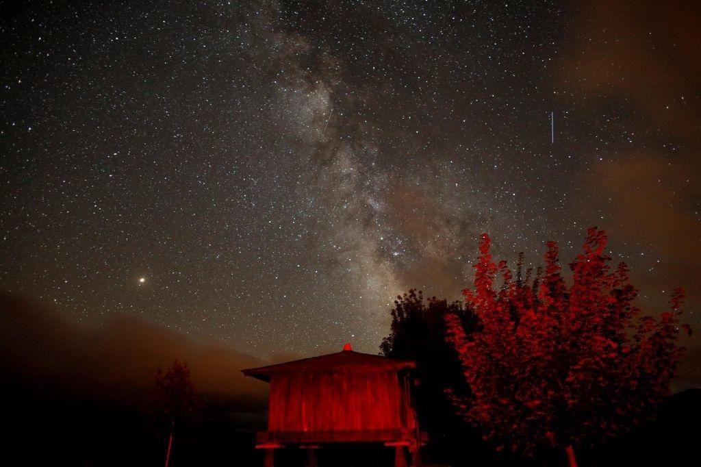 Ponoči vrhunec meteorskega roja Perzeidov