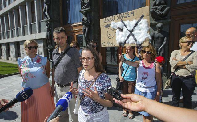 Starši so ob sprejemanju novele ZOFVI, ki so jo pripravili na izobraževalnem ministrstvu, protestirali, saj bi se njihov položaj poslabšal. FOTO: Jože Suhadolnik/Delo
