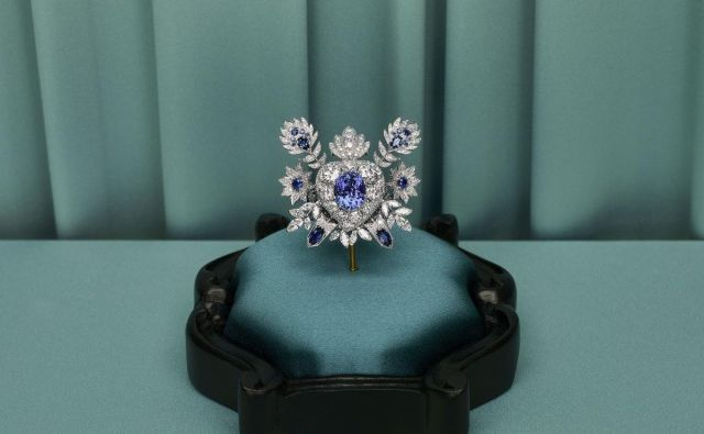 Kolekcija prestižnega nakita je spletena okoli večne ljubezni, živalskega kraljestva in posameznega dragulja. Foto promocijsko gradivo
