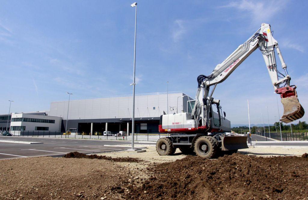 Industrija in logistika se bosta ob prometnih koridorjih še širili