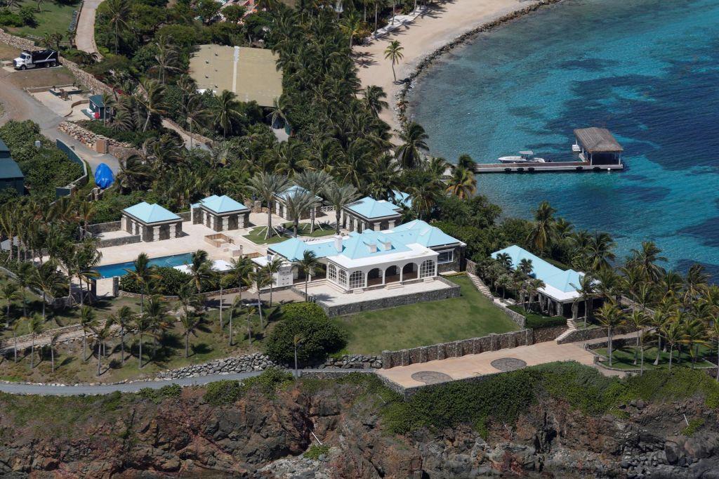 FOTO:FBI preiskal Epsteinov »otok orgij«