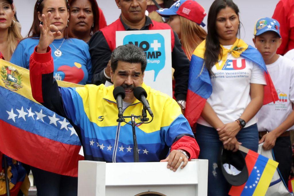 Maduro bi razpustil parlament, v katerem ima večino opozicija