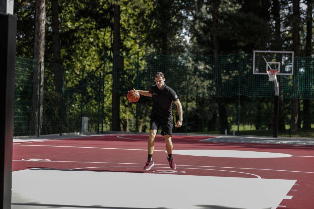 FOTO:Goran Dragić bi rad na igrišča vrnil mladino in družine