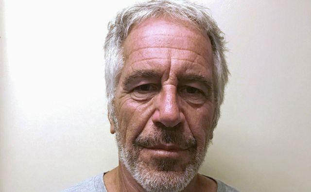 Jeffreyja Epsteina so pred njegovo smrtjo izvzeli iz nadzora zapornikov, za katere velja sum, da bi lahko storili samomor.<br /> FOTO: Reuters