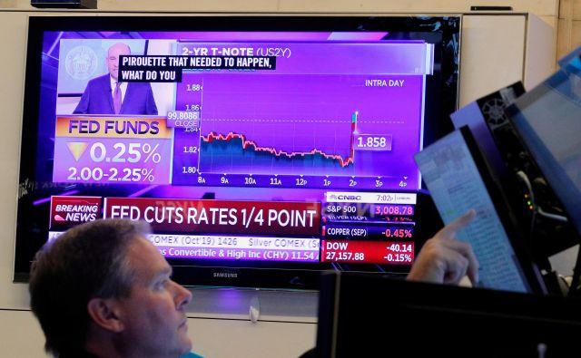 Pribitki na dveletne obveznice so zrasli nad pribitki na desetletne obveznice, kar se je zgodilo prvič po letu 2007. FOTO: Brendan Mcdermid/Reuters
