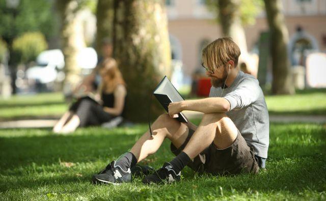 Nekatere raziskave kažejo, da so milenijci precej boljši bralci od starejših ljudi. Foto Jure Eržen