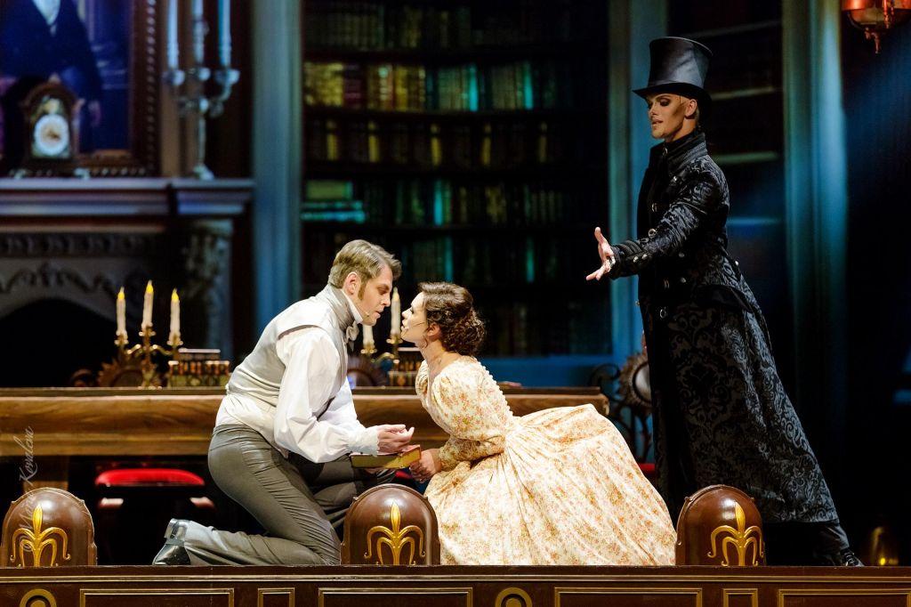 Tradicija ruskega gledališča in standardi Broadwaya