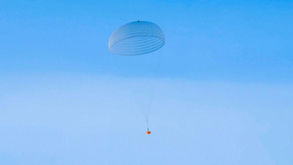 FOTO:Že drugo spodletelo testiranje padal, ključnih za preživetje šestih minut groze
