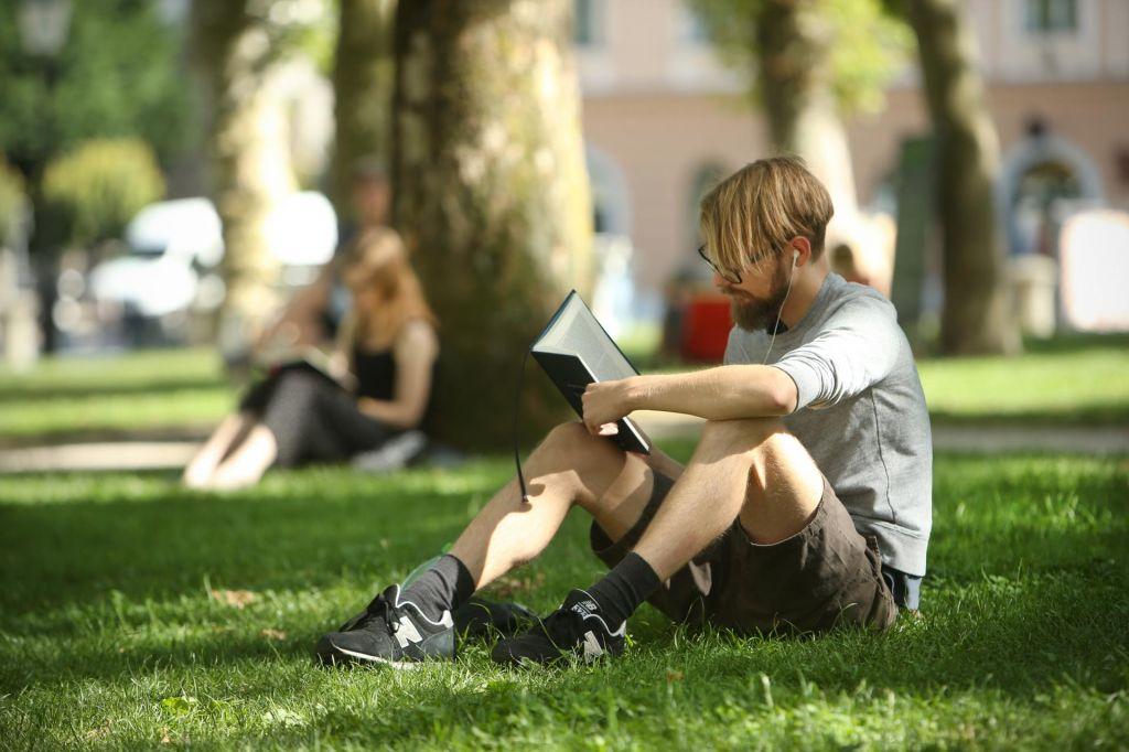 Kaj ljudje najbolj berejo v 21. stoletju