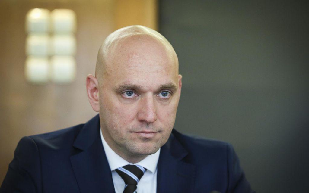 Vse fronte ministra Simona Zajca