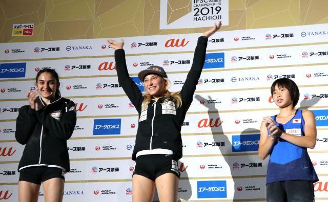 Takole sta se veselili Janja Garnbret, svetovna prvakinja v težavnosti, in podprvakinja Mia Krampl. FOTO: Manca Ogrin