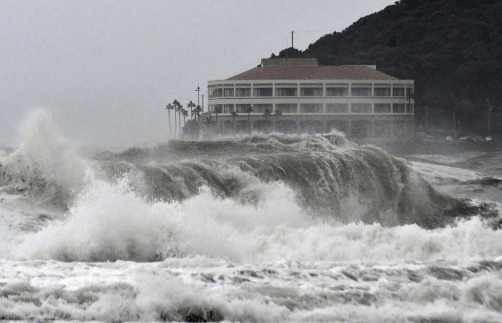 Japonsko dosegel tajfun Krosa