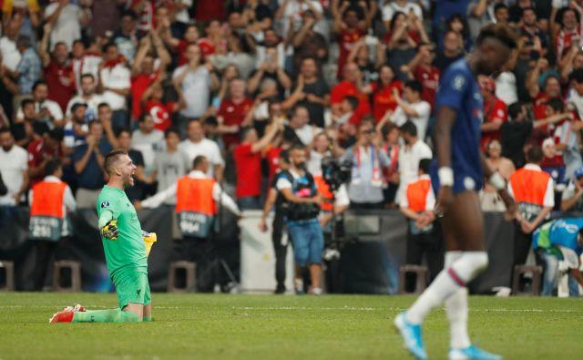 Adrian je devet dni, odkar je prišel v Liverpool, postal junak superpokala v Istanbulu. FOTO: Reuters