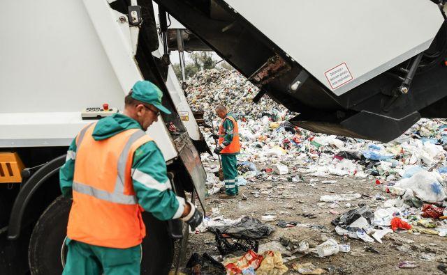 Stroški za ravnanje z odpadki se nenehno zvišujejo, cene pa določajo predvsem sežigalnice. Foto Uroš Hočevar