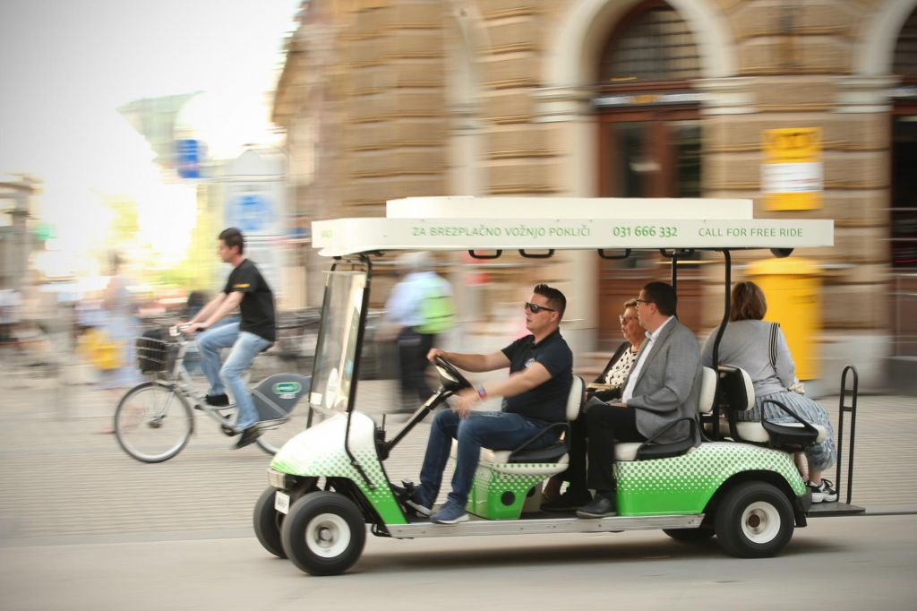 FOTO:Za 200.000 e-vozil nam bo zmanjkalo elektrike