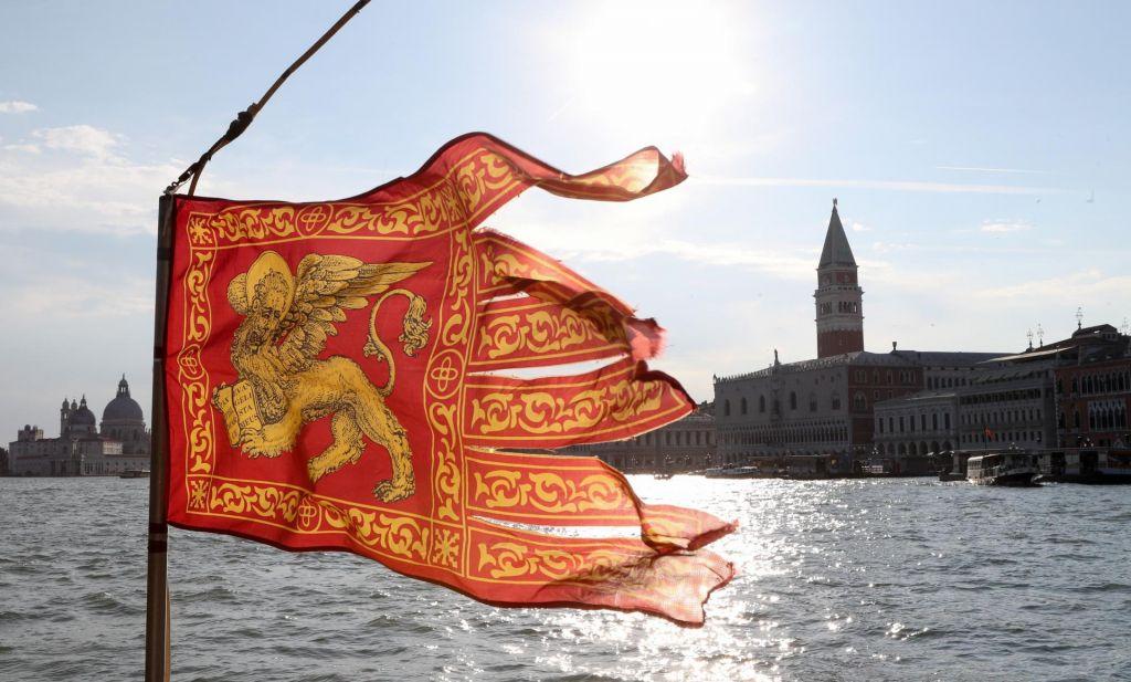 Po Benetkah kot nekoč po Jugoslaviji, s sodimi in lihimi številkami