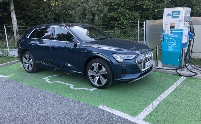 Audi e-tron v realnosti zmore okoli tristo kilometrov. FOTO: Aljaž Vrabec
