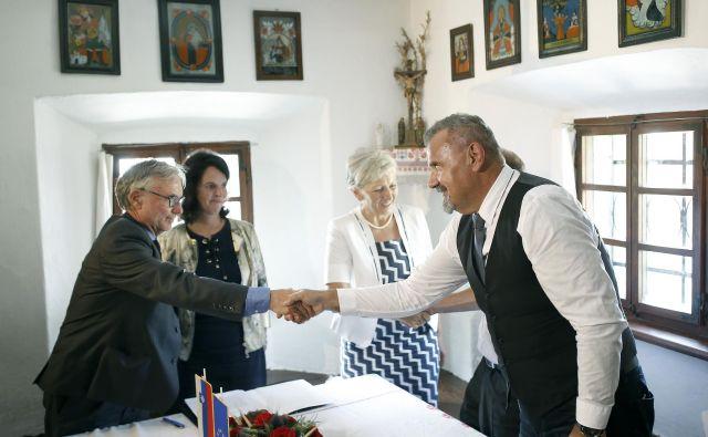 Občina Žirovnica si je za nakup Ribčevine prizadevala skoraj dvajset let. Podpisa pogodbe so se razveselili tudi domačini. FOTO: Blaž Samec/Delo