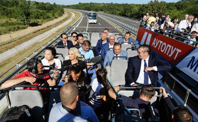Srbski predsednik Aleksander Vučić med odprtjem avtocestnega odseka med Obrenovcem in Ljigom. Foto srbsko ministrstvo za infrastukturo