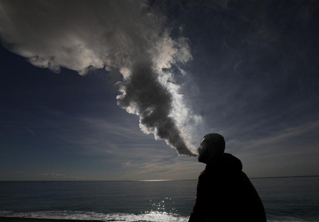 FOTO:Škodljiva iniciacija v kajenje?