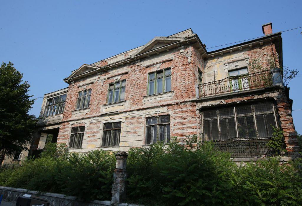 Rekonstrukcija vile bo vplivala na okolico