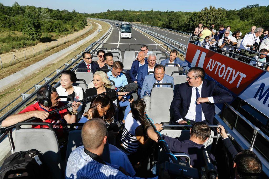 V Srbiji se vse vrti okoli predsednika Vučića