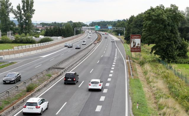 Novi priključek na enem prometno najbolj obremenjenih delov slovenskega avtocestnega omrežja je načrtovan 2,6 kilometra od priključka Brezovica v smeri proti Vrhniki. FOTO: Marko Feist