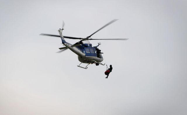 V intervenciji so posredovali bovški gorski reševalci in ekipa za helikoptersko reševanje v gorah s policijskim helikopterjem. [Fotografija je simbolična.] FOTO: Leon Vidic/Delo