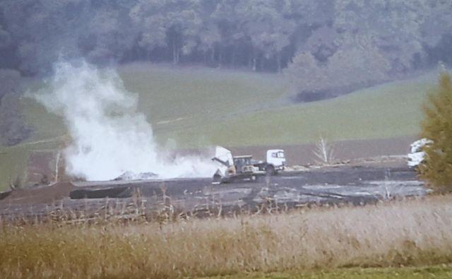 Inšpektorji so v Trbovljah prepovedali odlaganje pepela, ker se praši. V Moravčah prahu niso videli. FOTO: Marko Feist