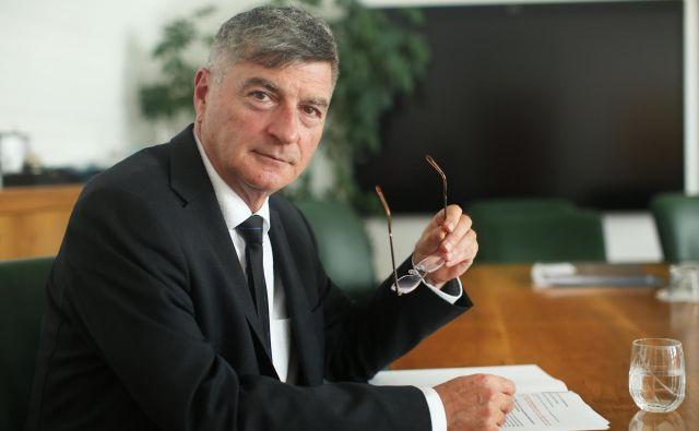 Minister za javno upravo Rudi Medved pričakuje, da bodo poslanci jeseni sprejeli novelo zakona o pravnem varstvu v postopkih javnega naročanja. Foto: Jure Eržen/Delo